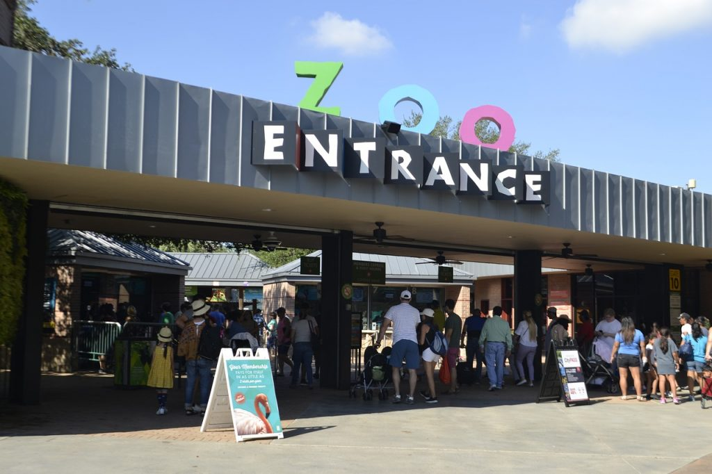 Zoo Entrance for the Herman Park Houston Zoo. Lots of people entering.