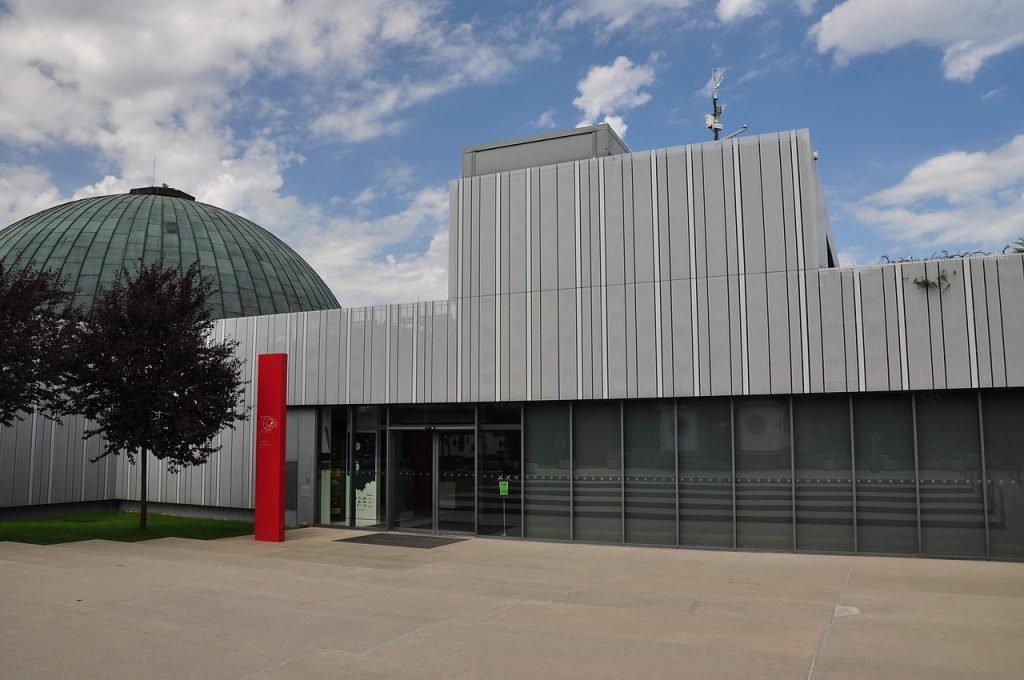 Planetarium entrance